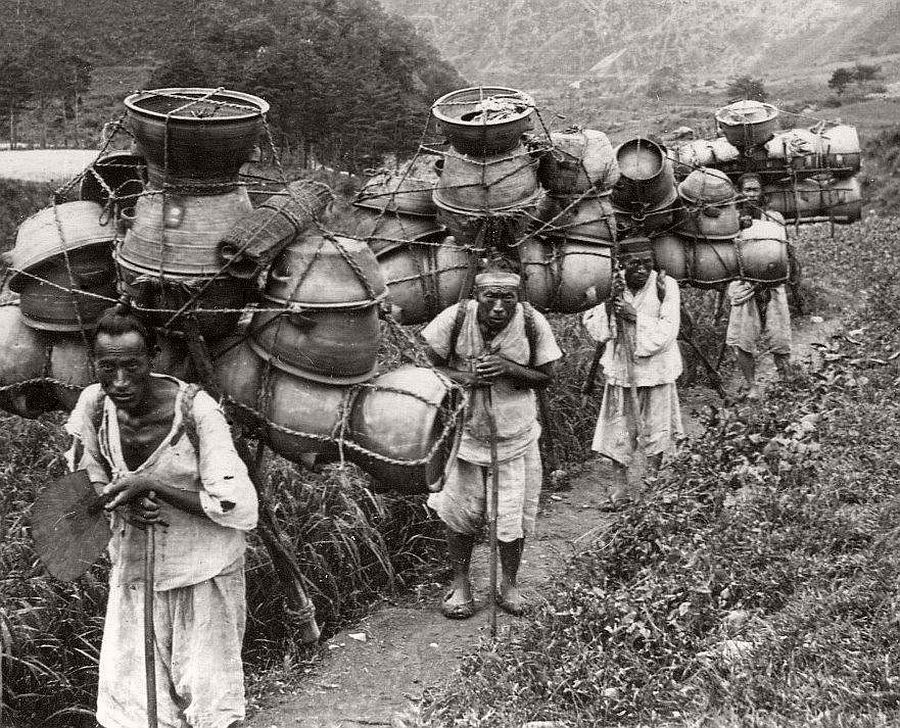 Pottery packing mountain men, near Seoul, ca. 1900