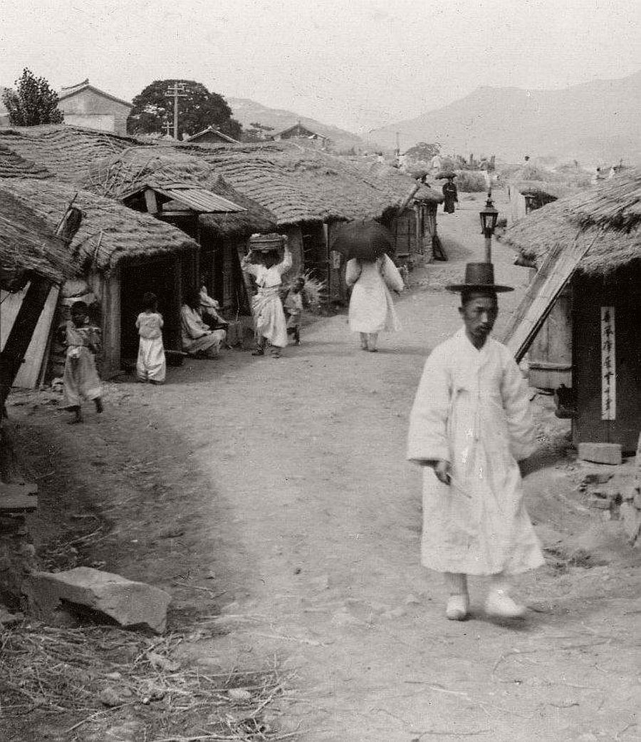 A rustic road near Seoul, 1904