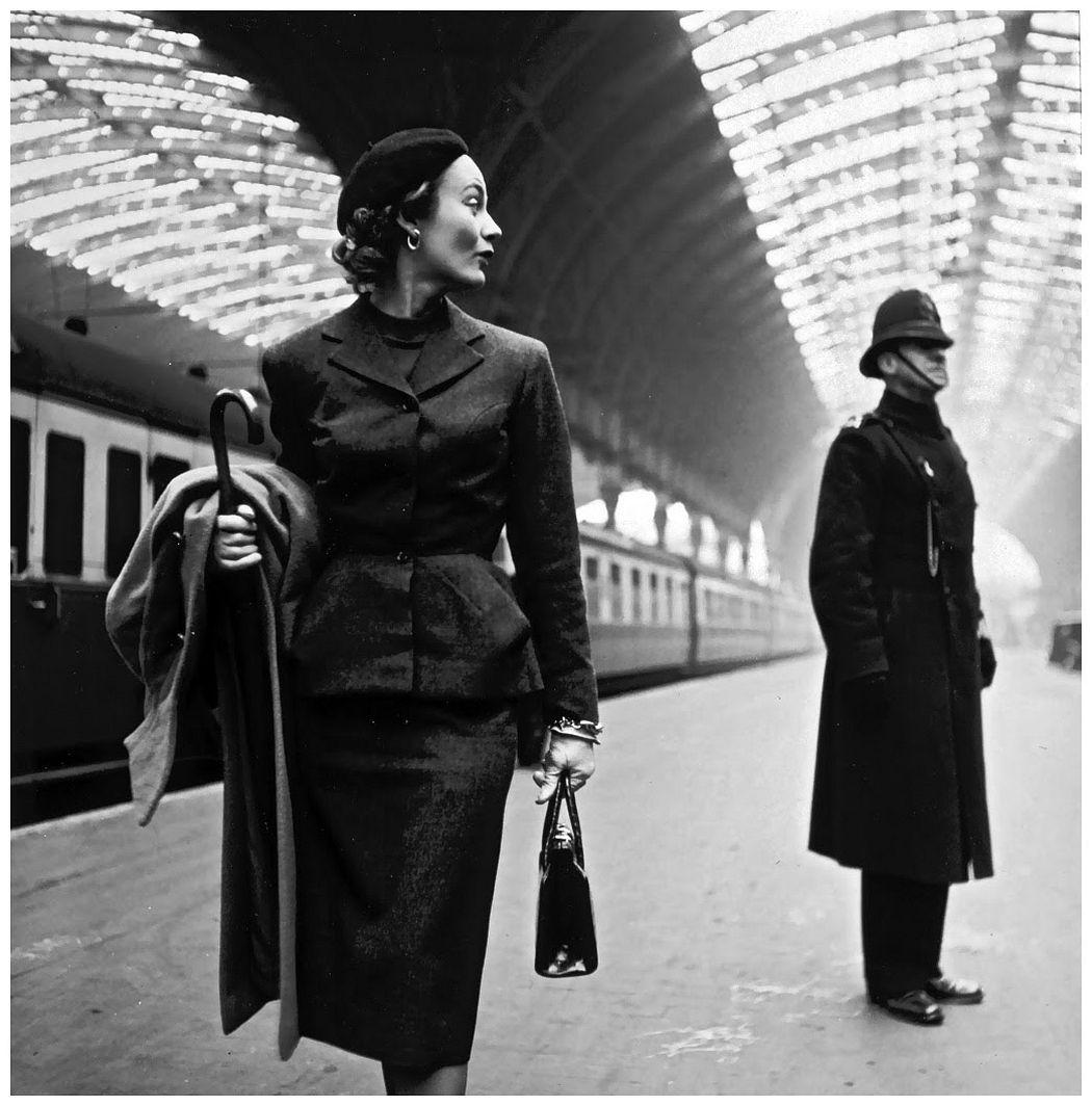 Lisa Fonssagrives at Victoria Station, London, 1951