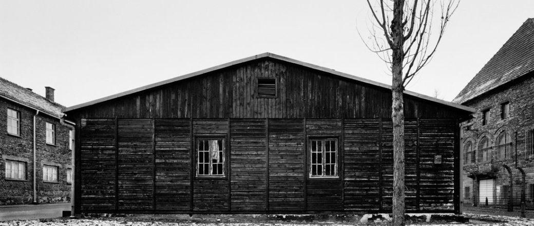 Tomasz Lewandowski: Auschwitz – Ultima Ratio Of The Modern Age