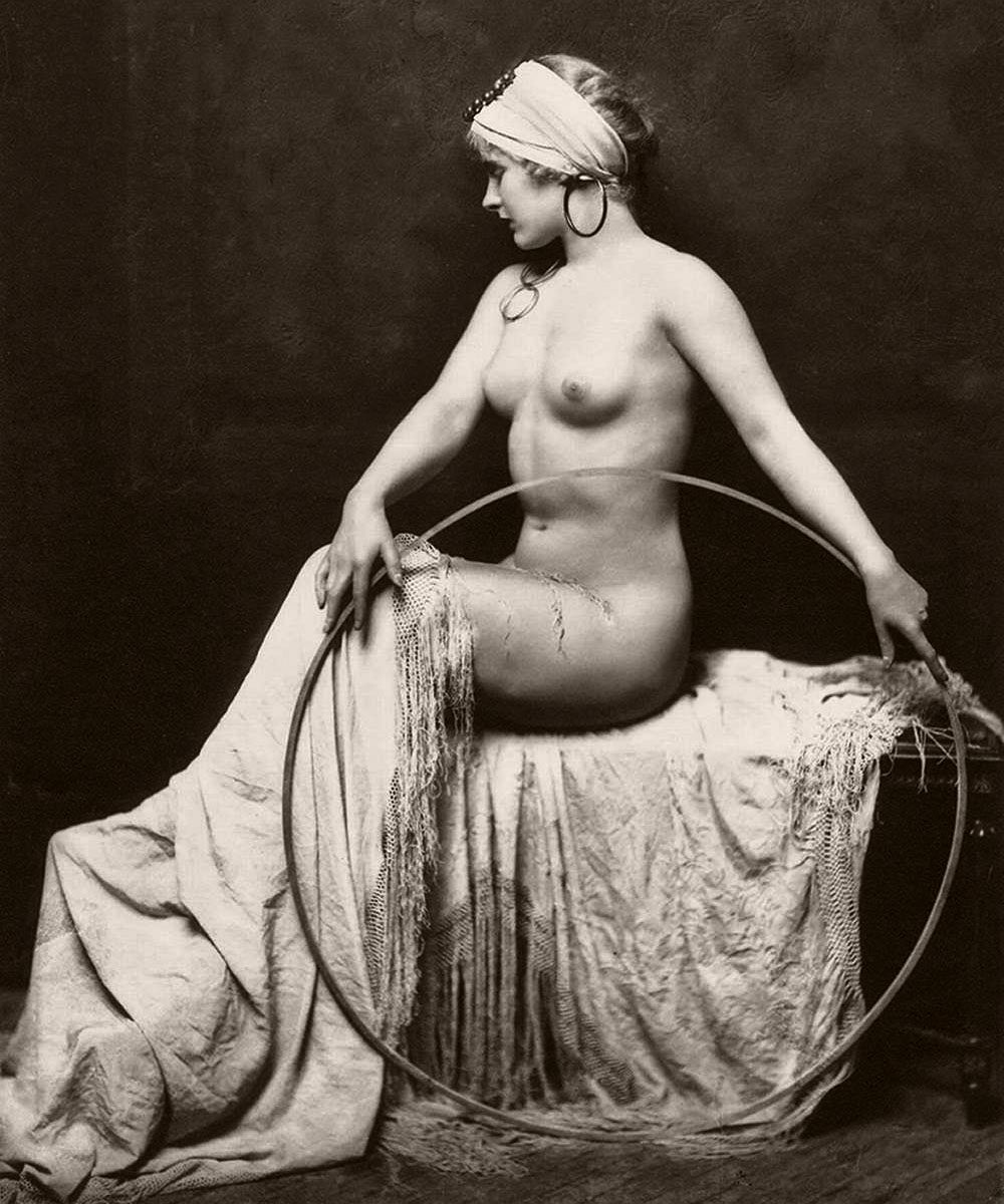 Classic Johnston 1920s nude portrait of unidentified model, most likely a Ziegfeld Follies showgirl
