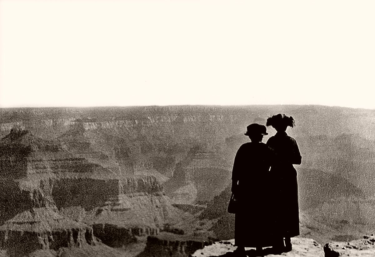 Tourists look out over the Grand Canyon, c.1900. (Jonathan Kirn/Corbis via Getty Images)