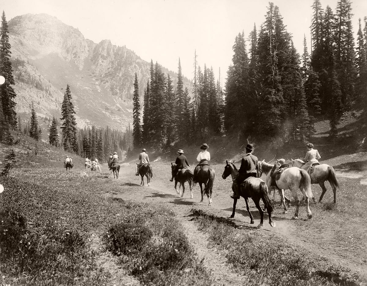 Tourists ride through Mt. Rainier National Park 1909. (Library of Congress)