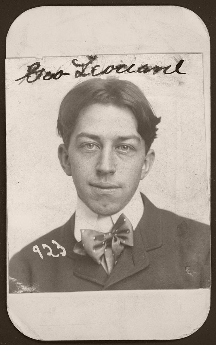 George Leonard appears quite harmless with his boyish looks and freckles. The Omaha bookkeeper was arrested for burglary on December 23, 1901. His large silk bowtie sits slightly askew against his stiffly collared shirt.