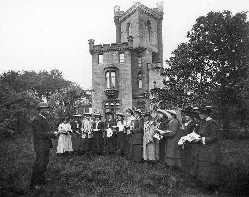 Group outside St John the Baptist's Church, Ayr, c.1906.