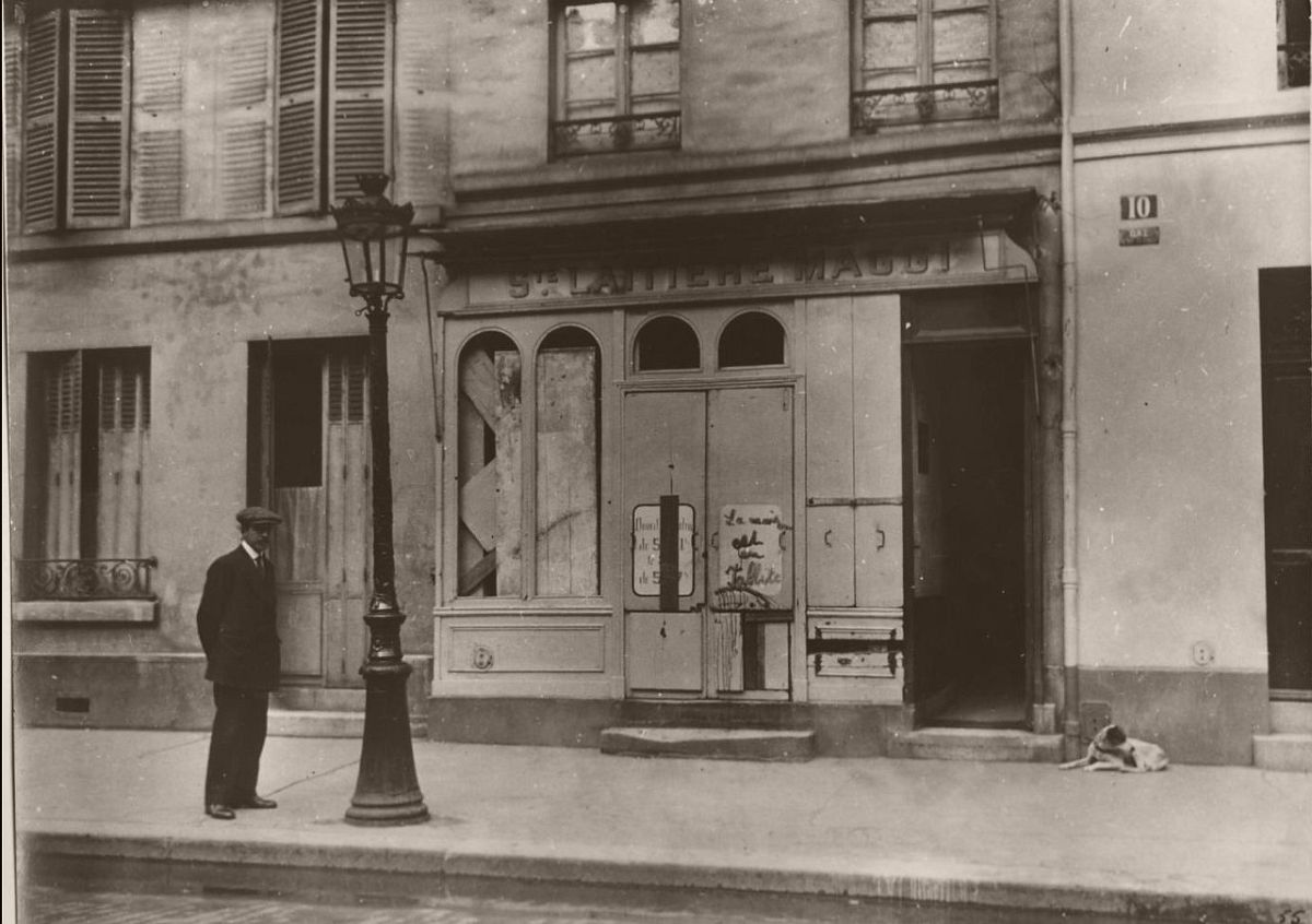 1914. A shop of the Maggi Swiss dairy company looted because suspected of selling poisoned milk, rue de la Tombe-Issoire.