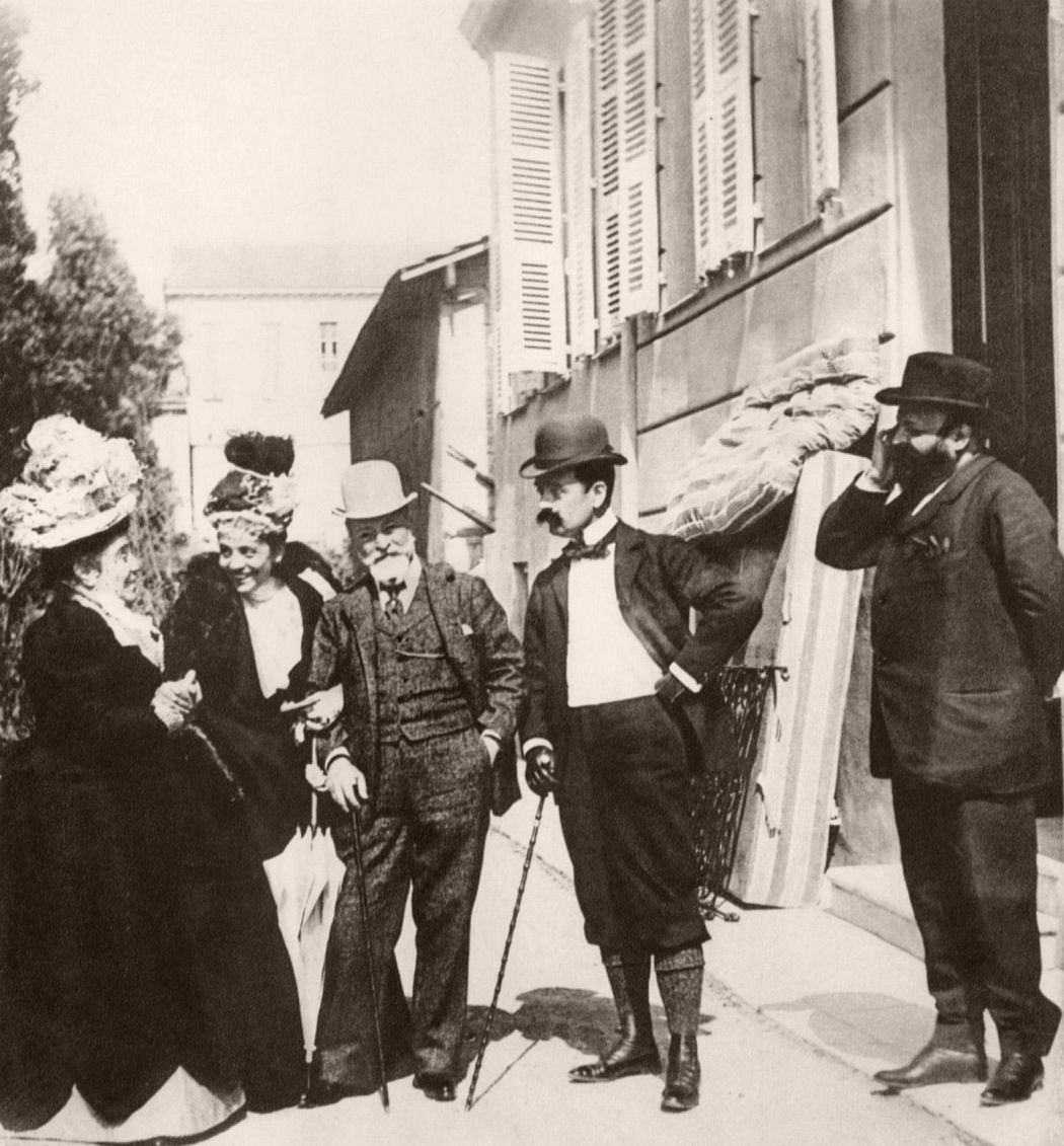 Eleonora Duse with Matilde Serao, Francesco Paolo and Tristan Bernard, 1897. Photo by Giuseppe Primoli