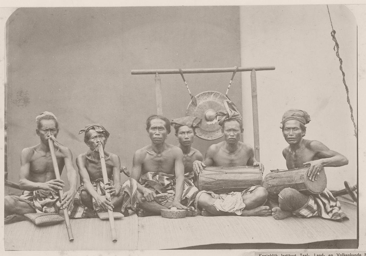 A gamelan orchestra Boeleleng, 1865.