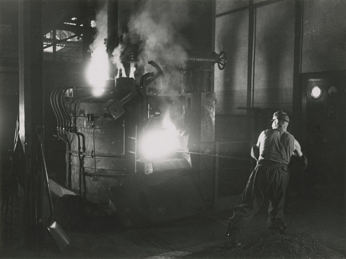 Electric Furnace, Honegger Rüti, 1942. © Jakob Tuggener-Stiftung