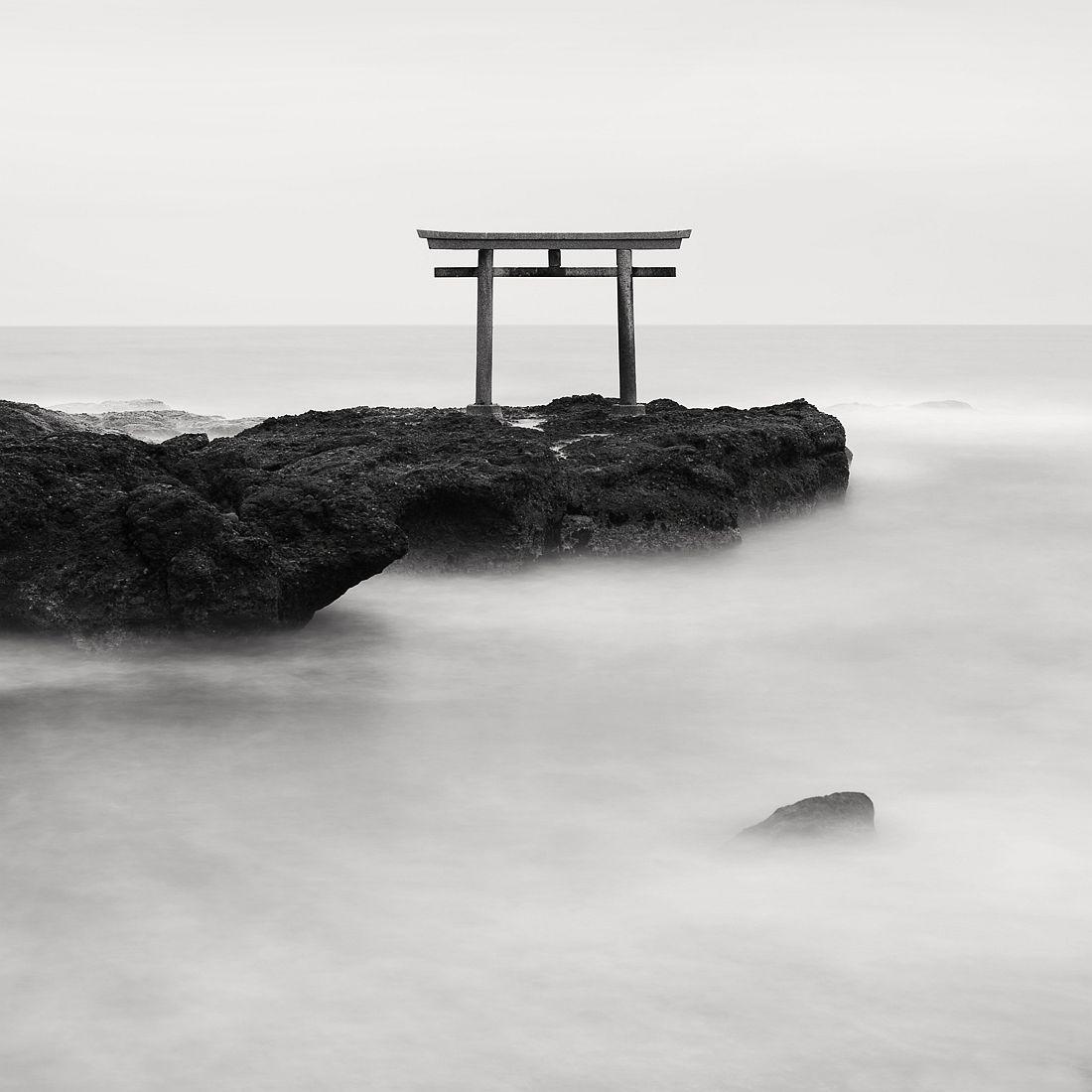 © Olivier Robert: Japan Coastlines / MonoVisions Awards 2017 winner