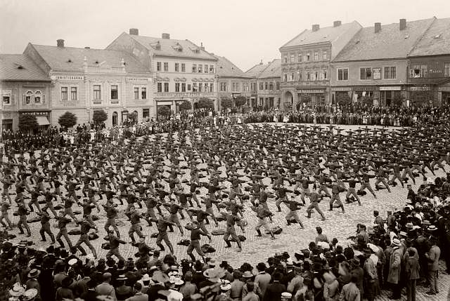 Sokol exercising in Třebíč in 1902.