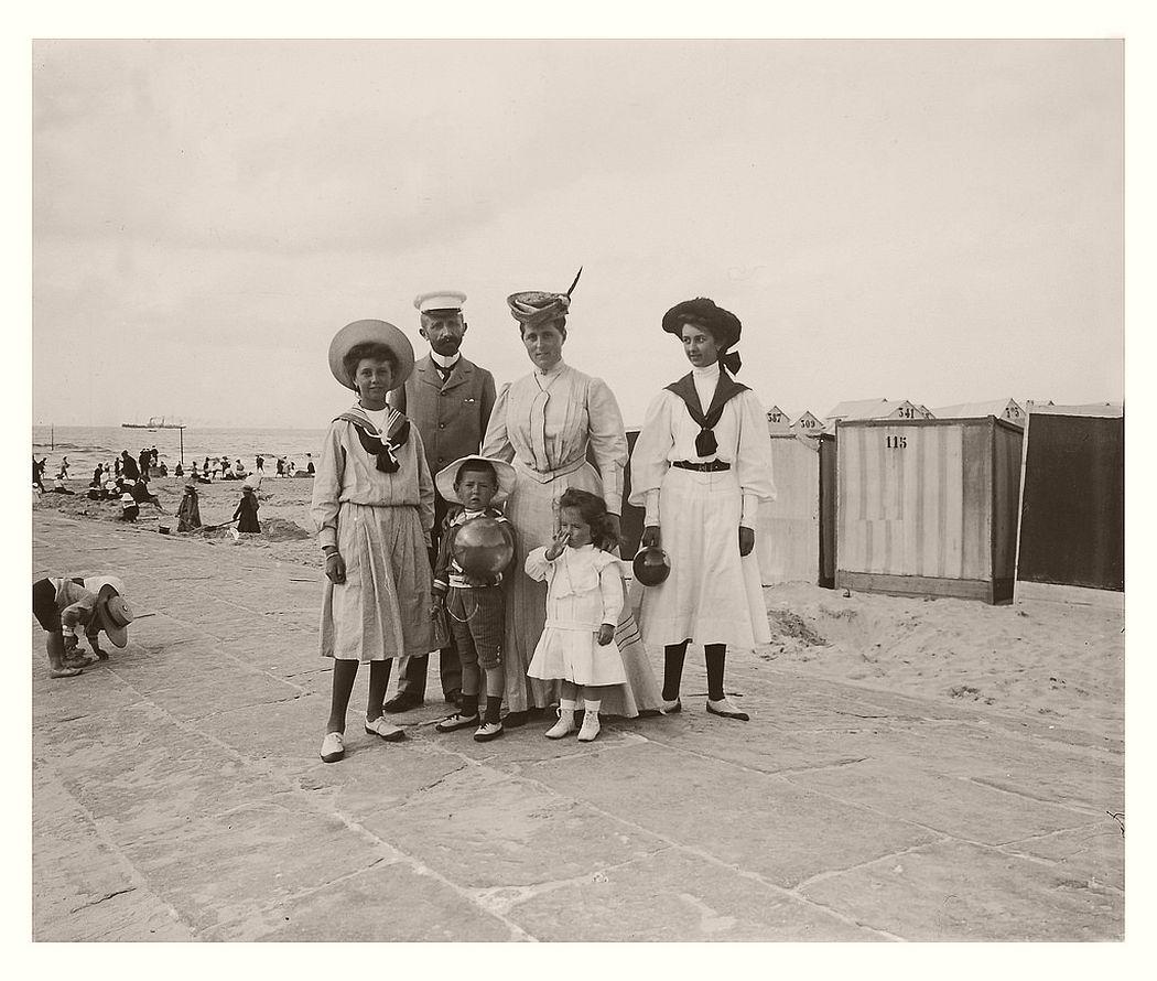 At Belgian seaside resort, July 1907