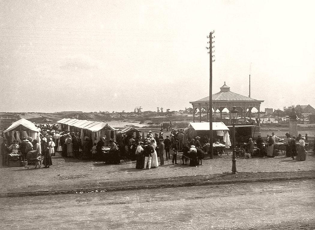 Market place in Knokke Heist, 1906