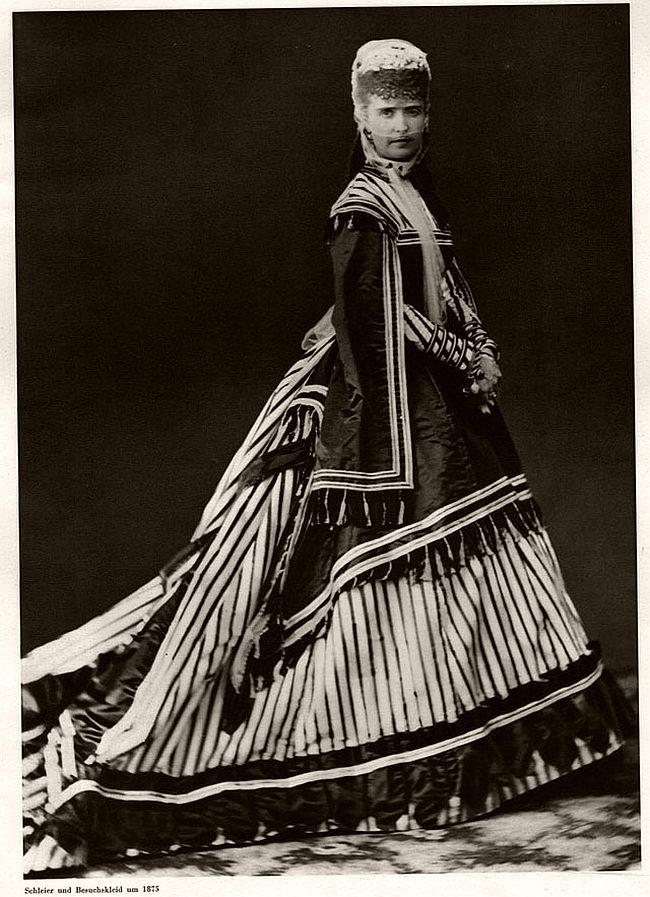 Vintage: Models in Victorian Era (19th Century)
