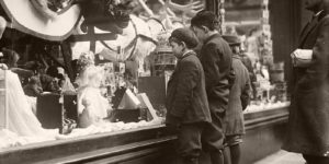 Vintage: People Mesmerized by Holiday Windows in New York City (1900s)