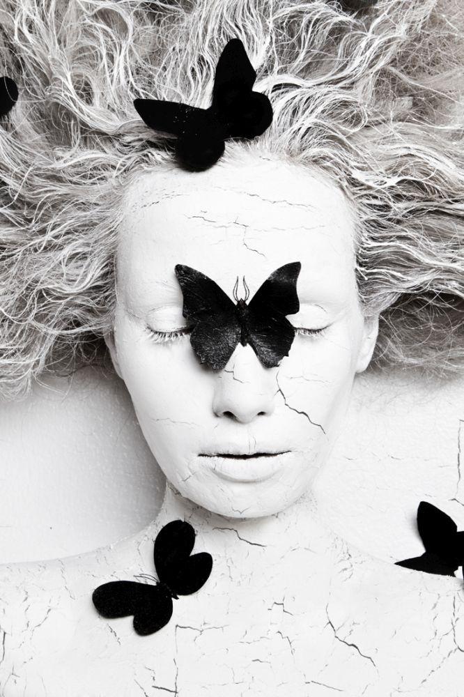 © Olga Volodina: Metamorphosis. Black Butterfly / MonoVisions Awards 2017 winner