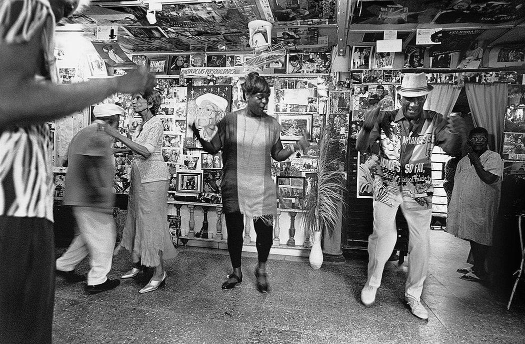 © CUBA by Elliott Erwitt, published by teNeues, www.teneues.com, Santa Amalia senior dancers at William's place, Havana, 2015, Photo © 2017 Elliott Erwitt/Magnum Photos. All rights reserved.