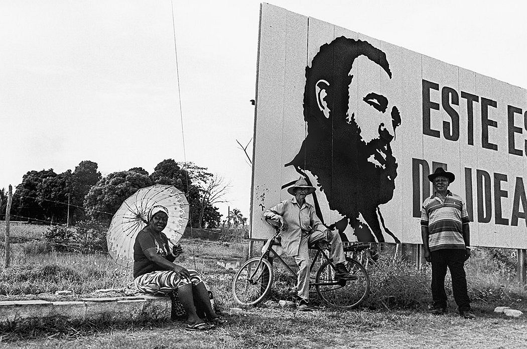 © CUBA by Elliott Erwitt, published by teNeues, www.teneues.com, Hoarding, Jatibonico, Sancti Spiritus, 2016, Photo © 2017 Elliott Erwitt/Magnum Photos. All rights reserved.