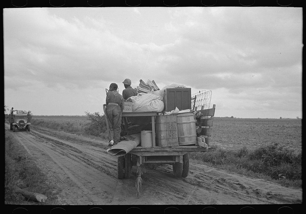 Southeast Missouri Farms. Moving to new farm unit, 1938.