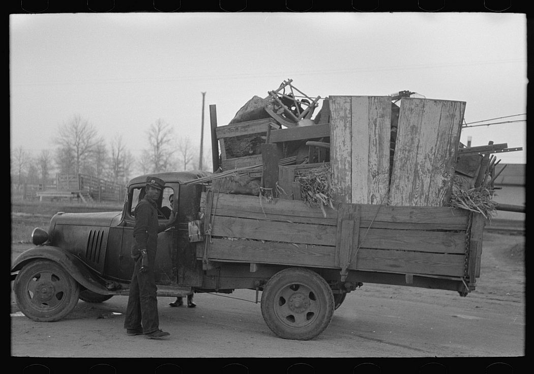 Truckload of belongings of farmer moving, Chicot County, Arkansas, 1939.
