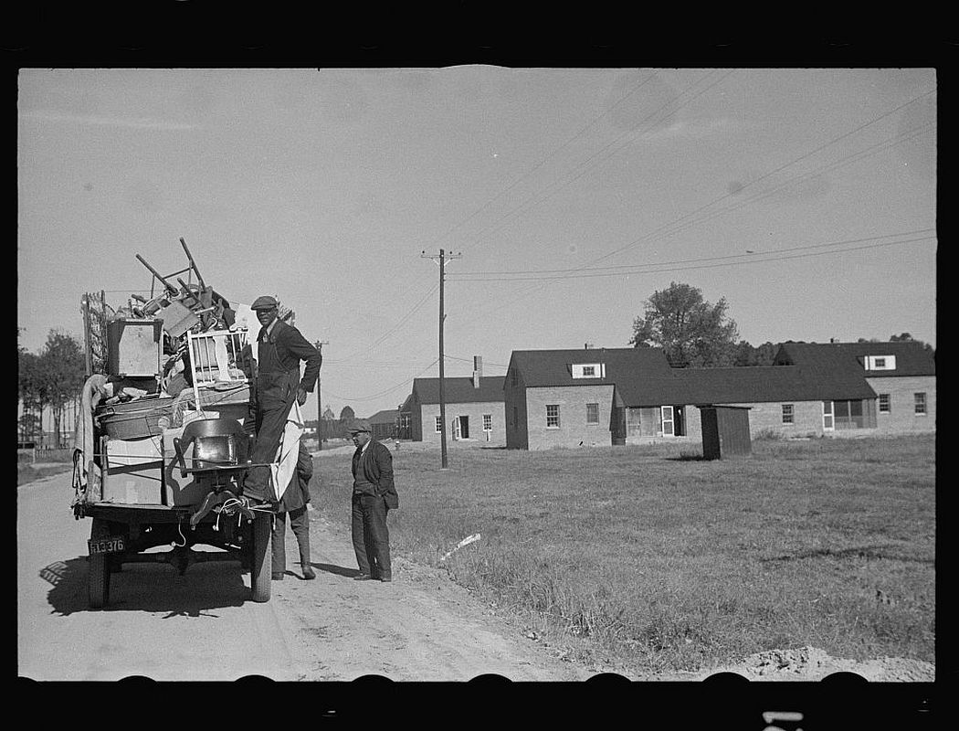 Household goods of family moving into Newport News Housing Project, Virginia, 1937.