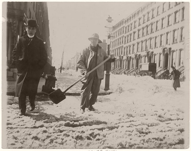 Snow removal, 1896.(Photo courtesy of the NYPL)