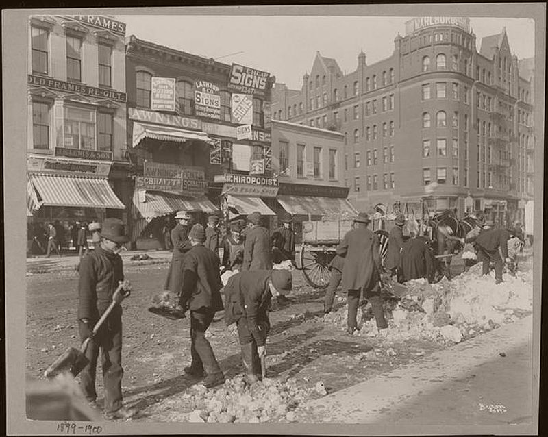 Shoveling at Broadway and 36th, 1898. (Photo courtesy of the Museum of the City of New York, 93.1.1.14276)(Photo courtesy of the NYPL)