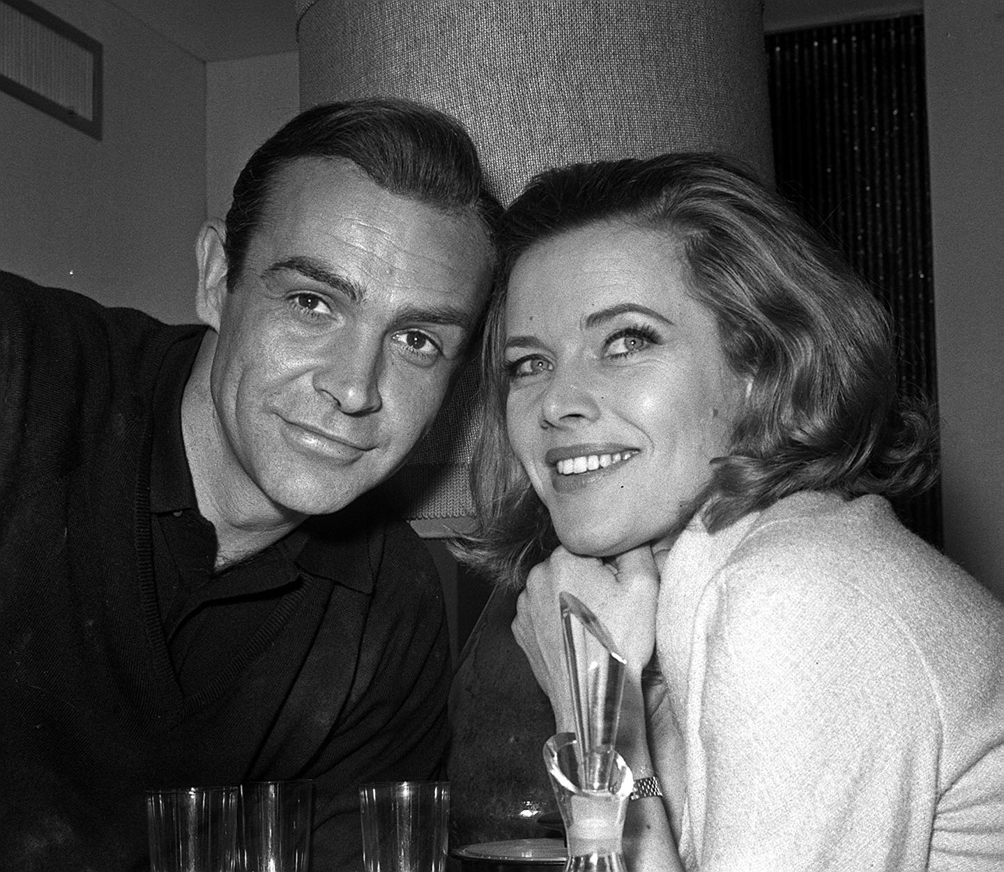 "Honor Blackman quit her role as Cathy Gale on ""The Avengers"" (1961) to appear in ""Goldfinger"". A 1965 episode made sly reference to this by having John Steed receive a Christmas card from Cathy Gale - sent from Fort Knox."