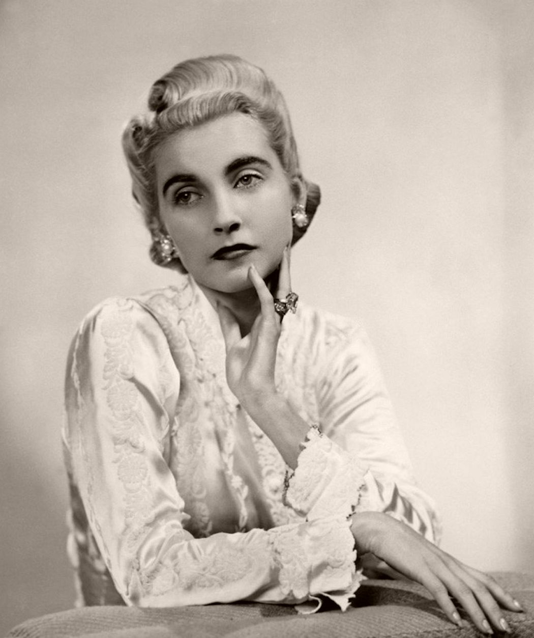 A 1930s fashion icon and the heiress of the Woolworth's fortune, Barbara Hutton was the latter day social scene Queen, travelling the world to attend lavish parties and dubbed the 'poor little rich girl' after hosting an expensive debutante ball amid the Great Depression. With an intense passion and fascination for jewellery, Barbara's collection rather than her wealth was what she left behind, with her vast collection spanning jade necklaces, Cartier pieces and a pearl necklace previously owned by Marie Antoinette. A collection any jewellery enthusiast would envy.