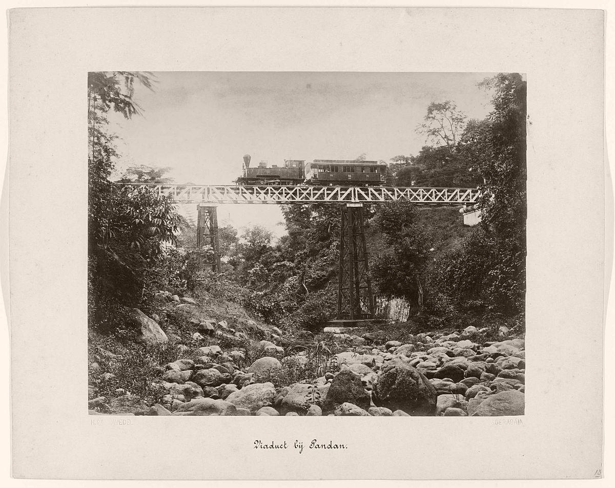 Viaduct bij Pandan.