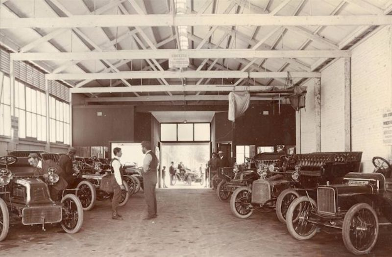 Inside the Lewis Motor House, Victoria Square, Adelaide, c1905-6