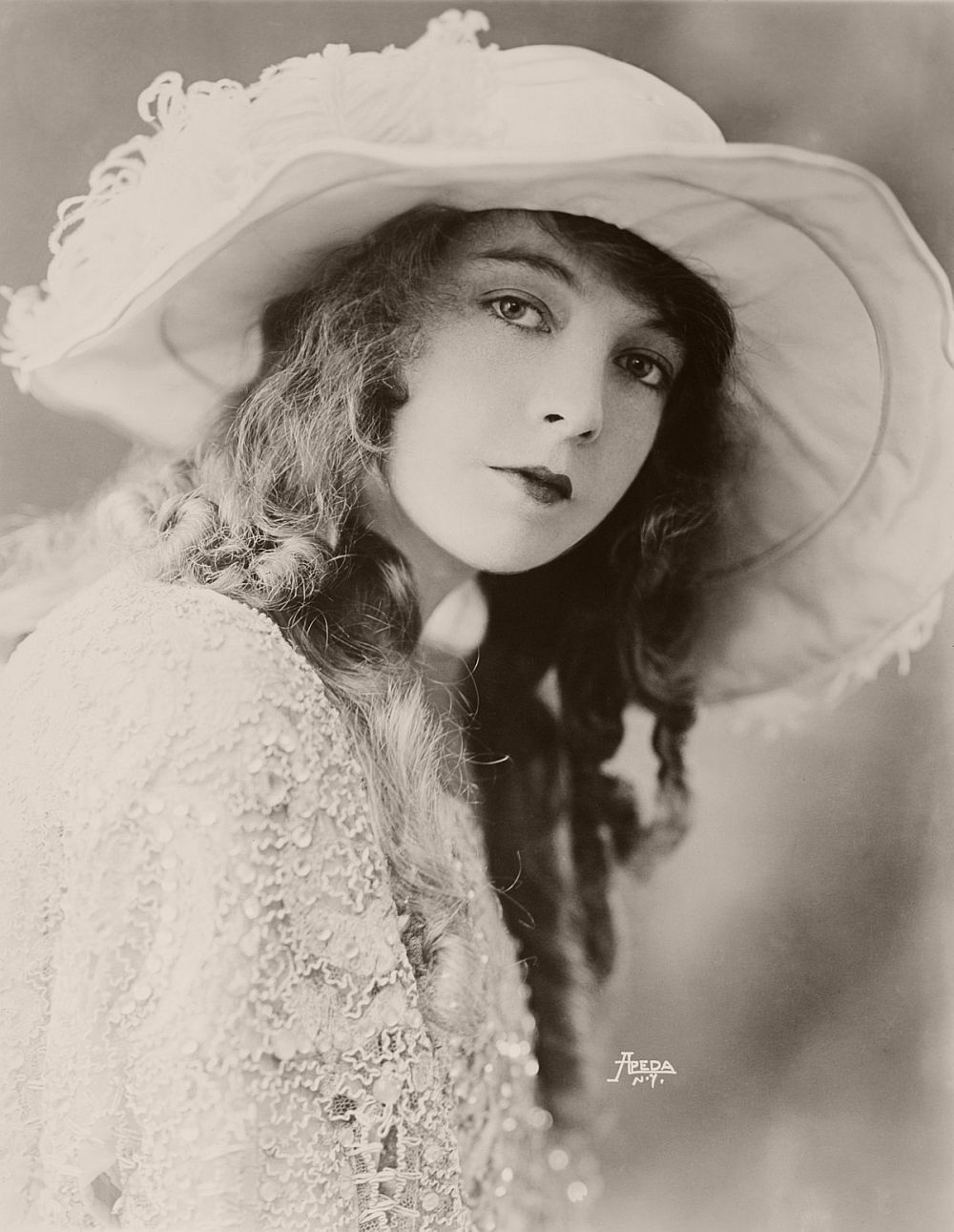 Vintage: Portraits of Lillian Gish (1920s)