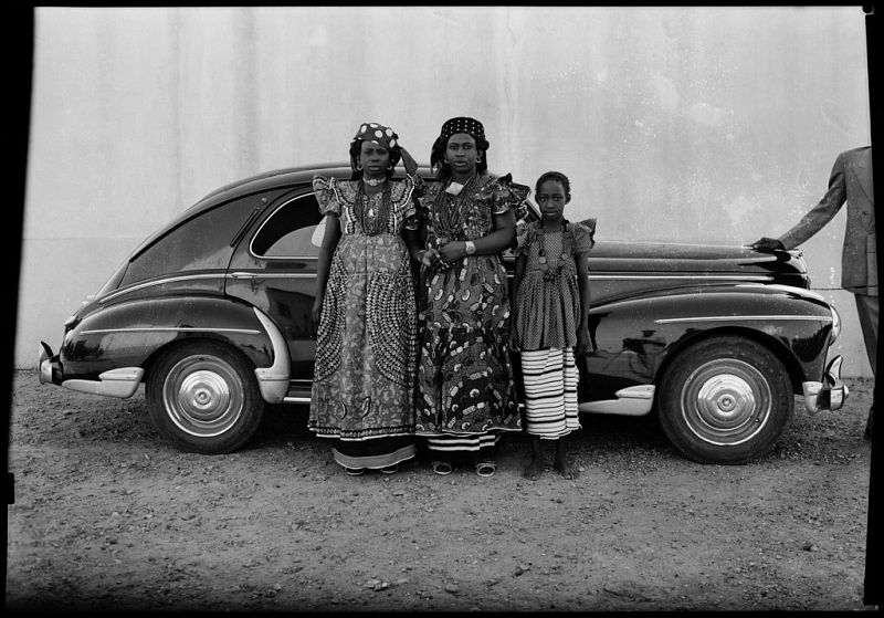 Untitled, 1954 © Seydou Keïta / SKPEAC / courtesy CAAC – The Pigozzi Collection, Geneva