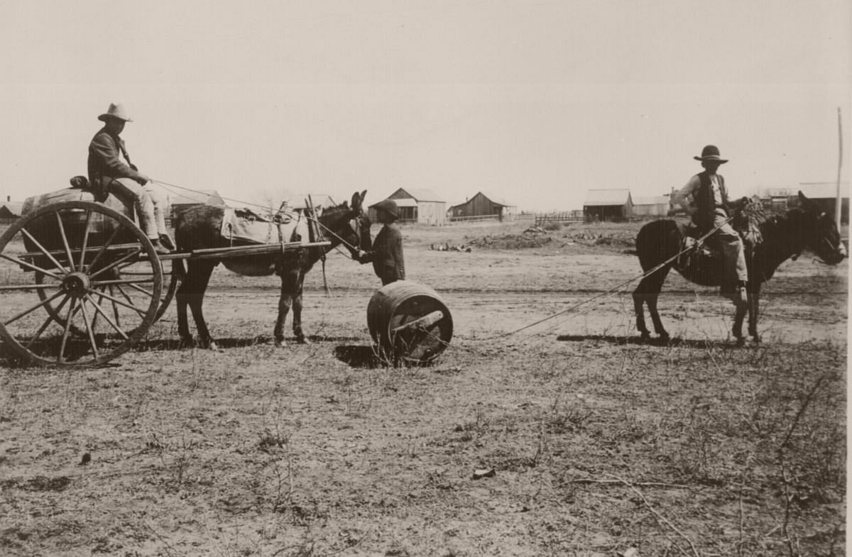 Two common methods of hauling water in Old Mexico and southwestern United States. Encinal, Tex., 1905.