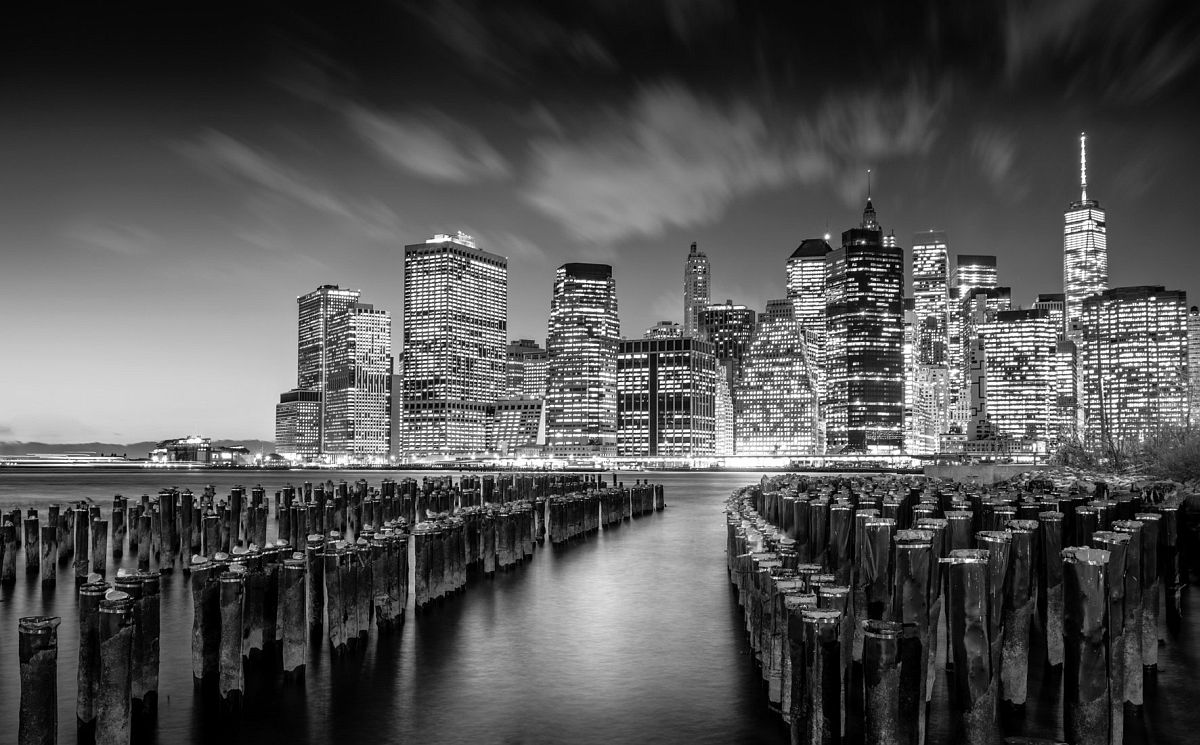© New York by Serge Ramelli, published by teNeues, www.teneues.com. VIEW OF MANHATTAN FROM BROOKLYN, Photo © 2015 Serge Ramelli and YellowKorner