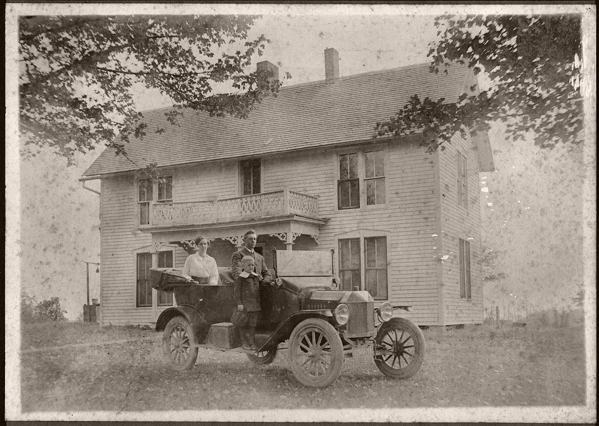 Family in Ford Model T Tourer c1915