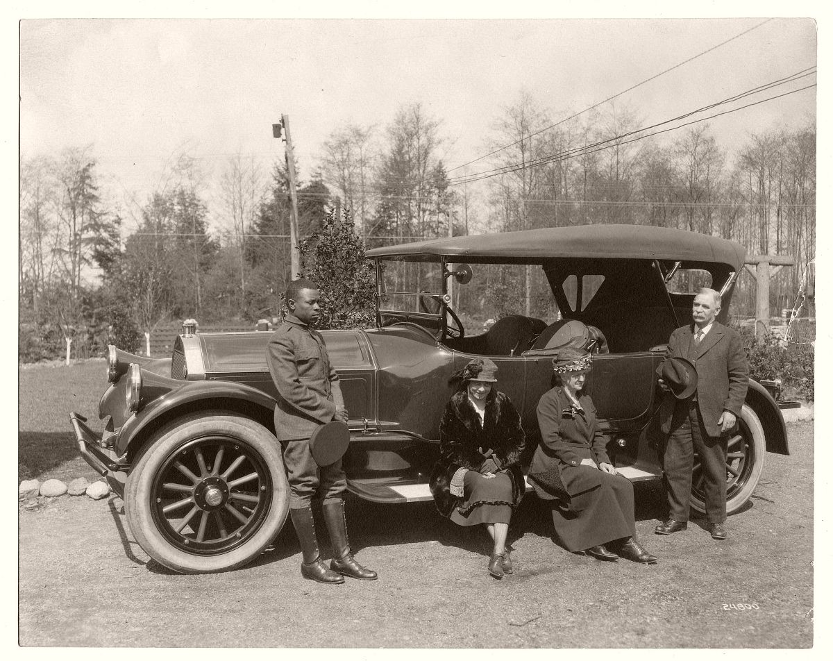 Unidentified family with a chauffeur driven 1919-1920 Pierce Arrow, Series 51