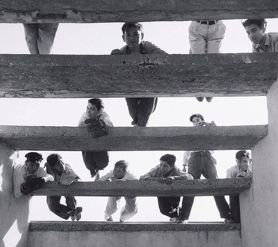 Lola Álvarez Bravo, Las Golondrinas, 1955. Courtesy of the Fondo Fundación Televisa Collection.