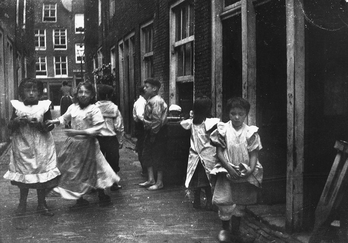 Children play in an alley.