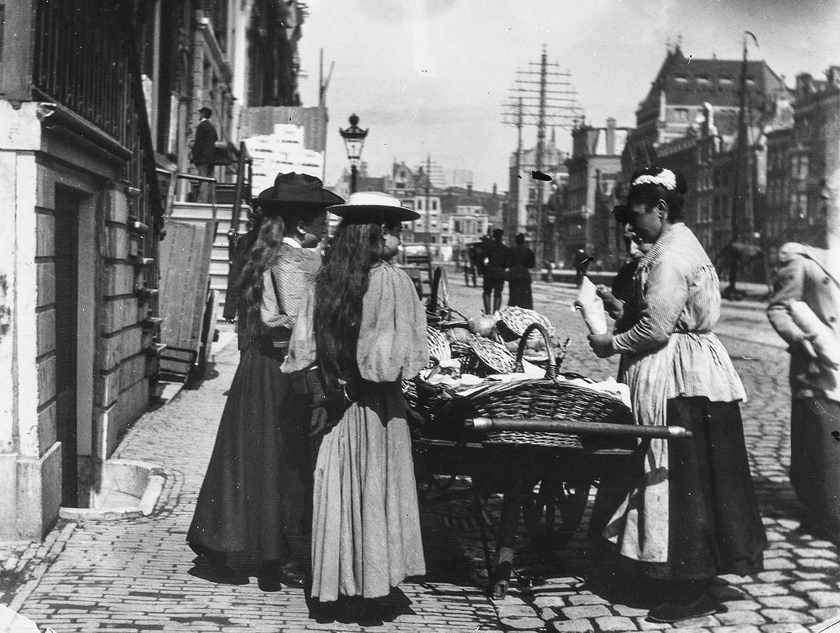 A street vendor on the Rokin.