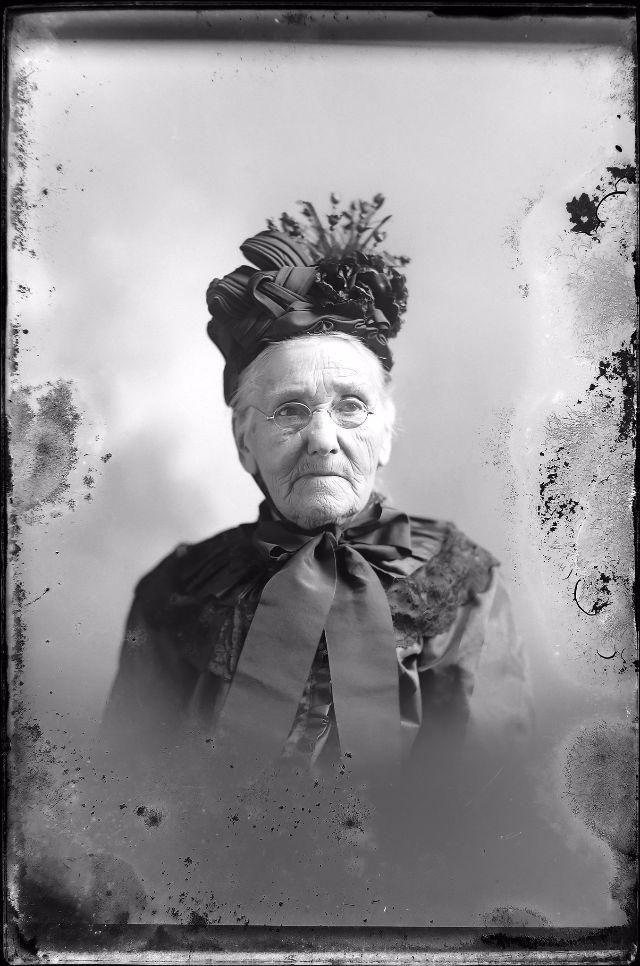 Vintage: Victorian Fashion (19th Century)