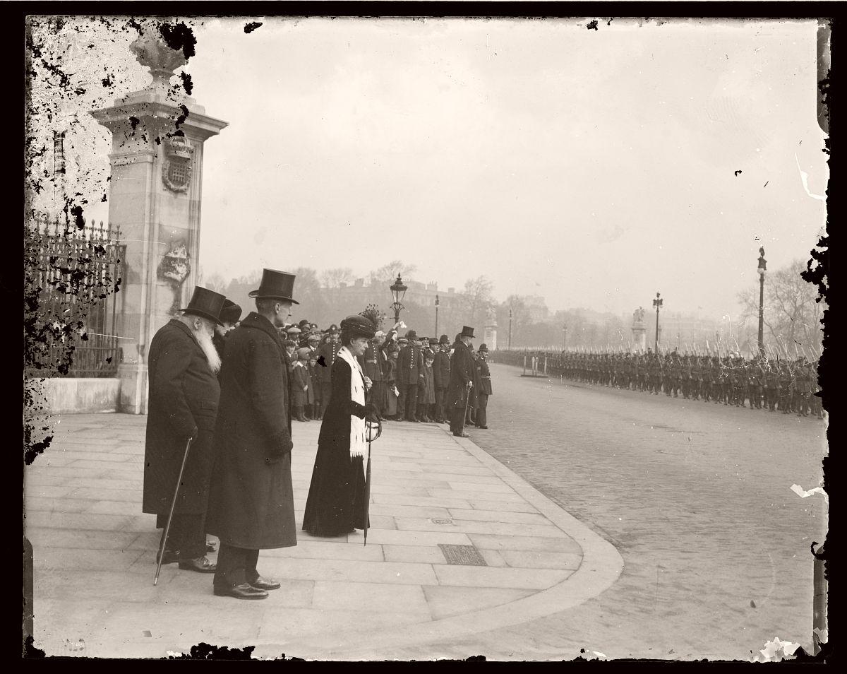 Australian Soldiers Marchiing past Buckingham Palace and Queen Alexandria, London, Rex Hazlewood, 1918-1919
