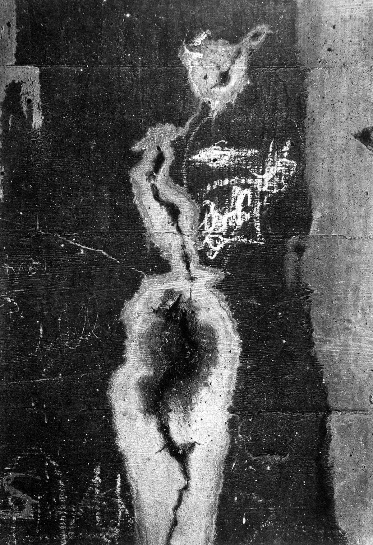 Siskind, Aaron. Chicago 10, 1948. Gelatin silver print, 16 x 13 3/8 in. (40.6 x 33.9 cm)