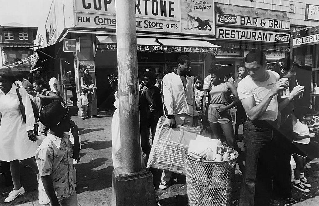 William Klein, Corner Store, Coney Island, 1980