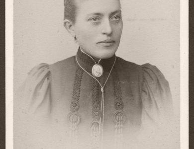 Biography: 19th Century Portrait photographer Georg Emil Hansen