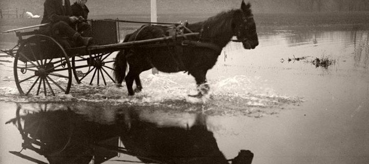 Vinatge: Flooding in the Thames Valley, December 1915