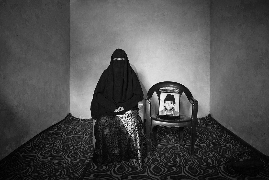 © Wei Tan: Waiting in Limbo: Kashmir's Half-widows / MonoVisions Photography Awards 2018 winner