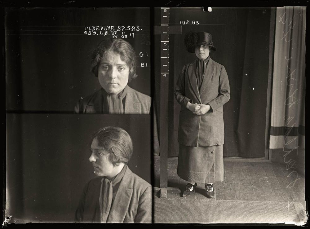 Female-gangster-Mug-Shots-22