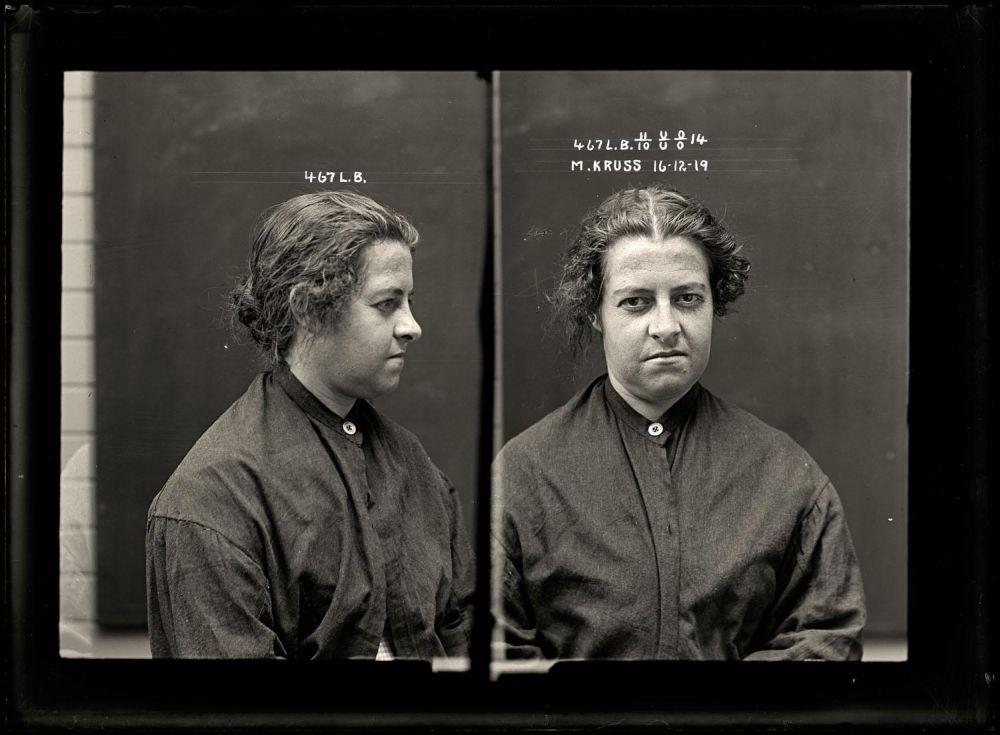 Female-gangster-Mug-Shots-47