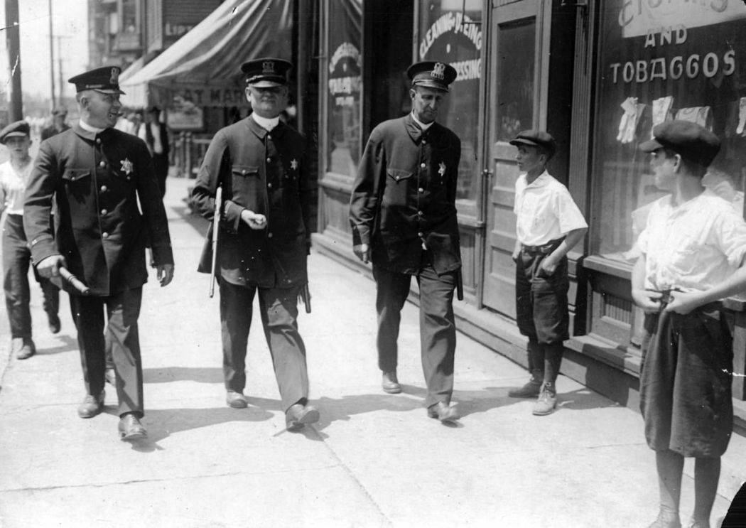 Chicago-1919-race-riot-24